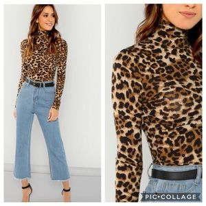 🐾1 LEFT NEW High Neck Leopard Print Fitted Top🐾
